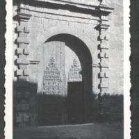 49_Eglise_de_Vinca_portail.jpg
